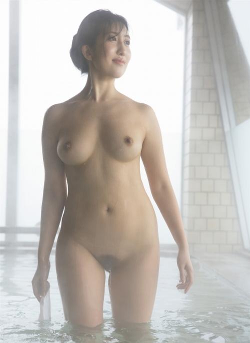 井上茉倫のヘアヌードグラビアエロ画像007