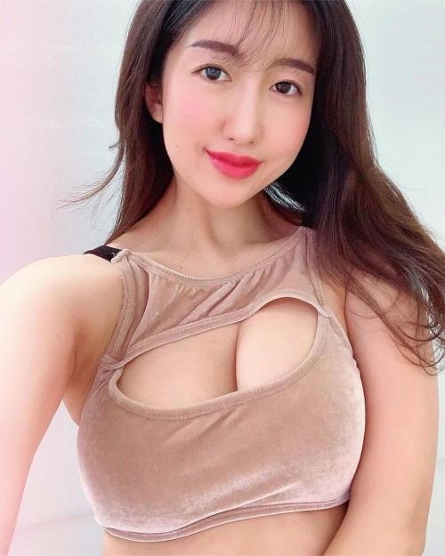 井上茉倫のSNSのセクシー写真エロ画像011