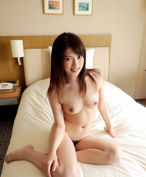 すっぽんぽんの全裸ヌードエロ画像137