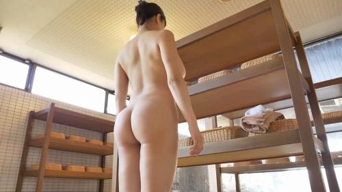 小泉かなの全裸入浴姿のエロ画像003