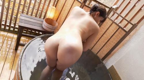 小泉かなの全裸入浴姿のエロ画像020