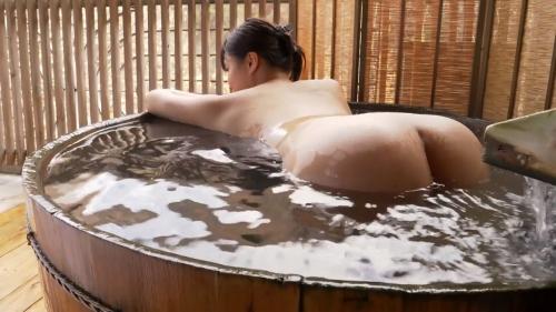 小泉かなの全裸入浴姿のエロ画像030