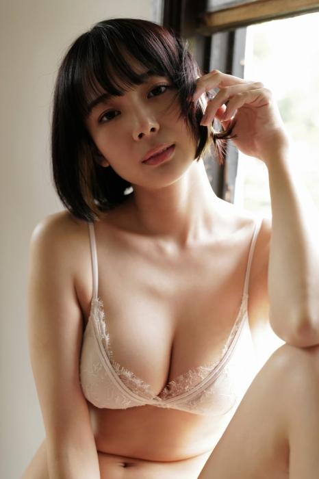 高宮まりの岡田紗佳とのコラボグラビアエロ画像008