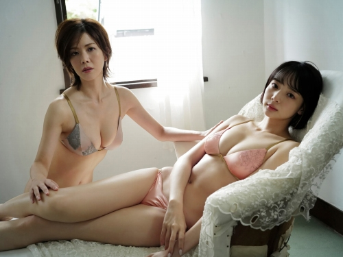 高宮まりの岡田紗佳とのコラボグラビアエロ画像010