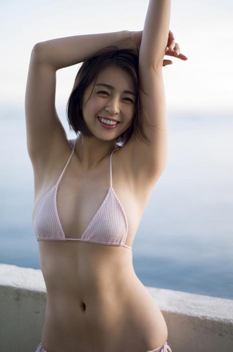 柳ゆり菜(24)の最新水着グラビアの美乳Eカップエロ画像100枚