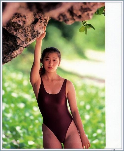 有森也実の若かりし頃の水着グラビアエロ画像010