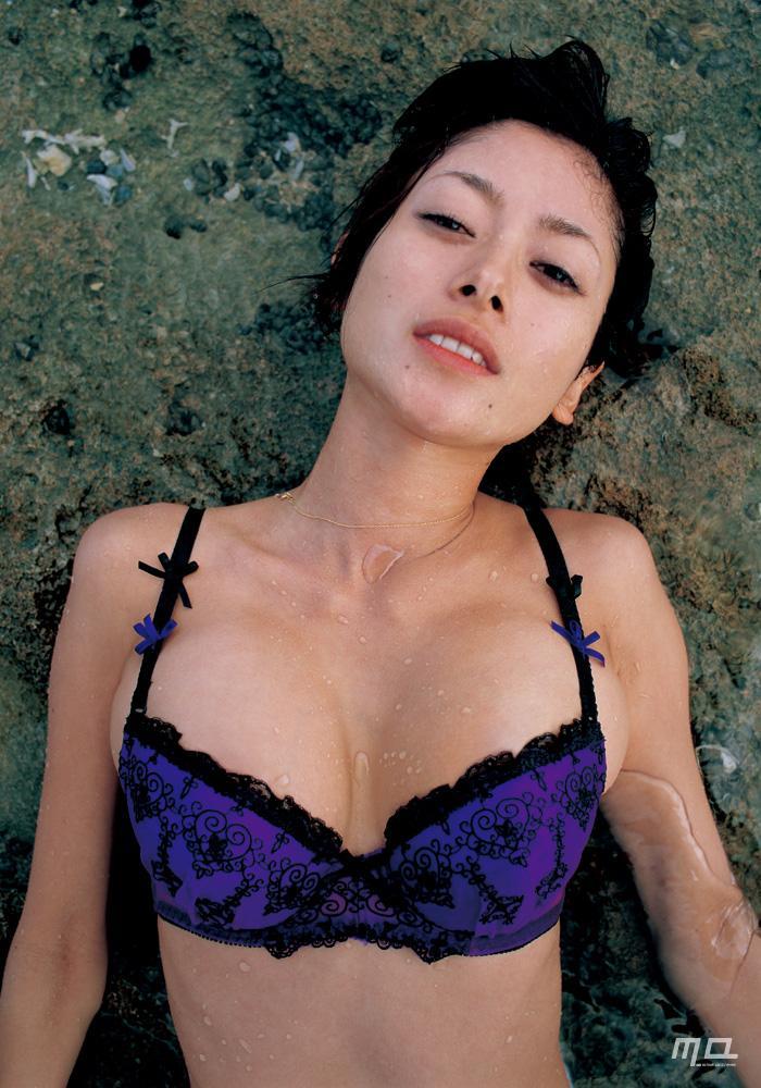 真木よう子のセミヌード写真集や水着グラビアエロ画像002