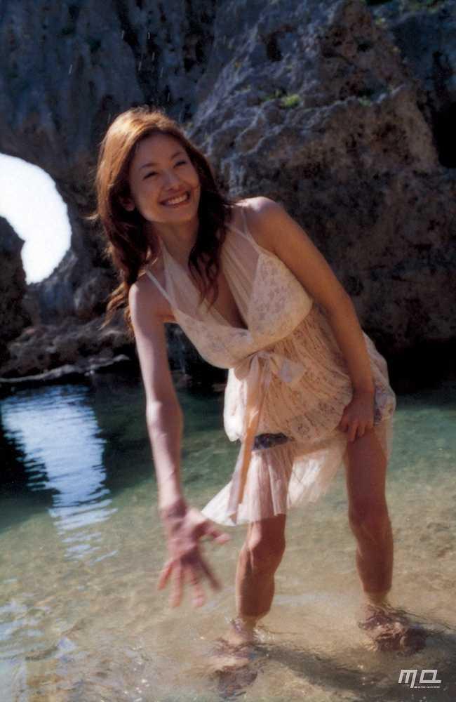 真木よう子のセミヌード写真集や水着グラビアエロ画像012