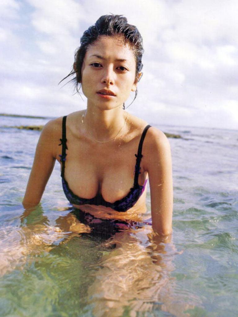 真木よう子のセミヌード写真集や水着グラビアエロ画像065