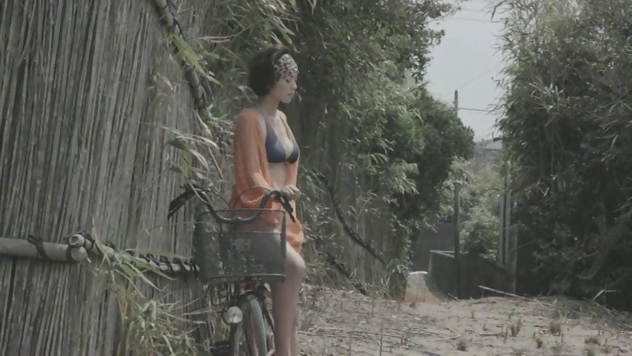 真木よう子のセミヌード写真集や水着グラビアエロ画像074