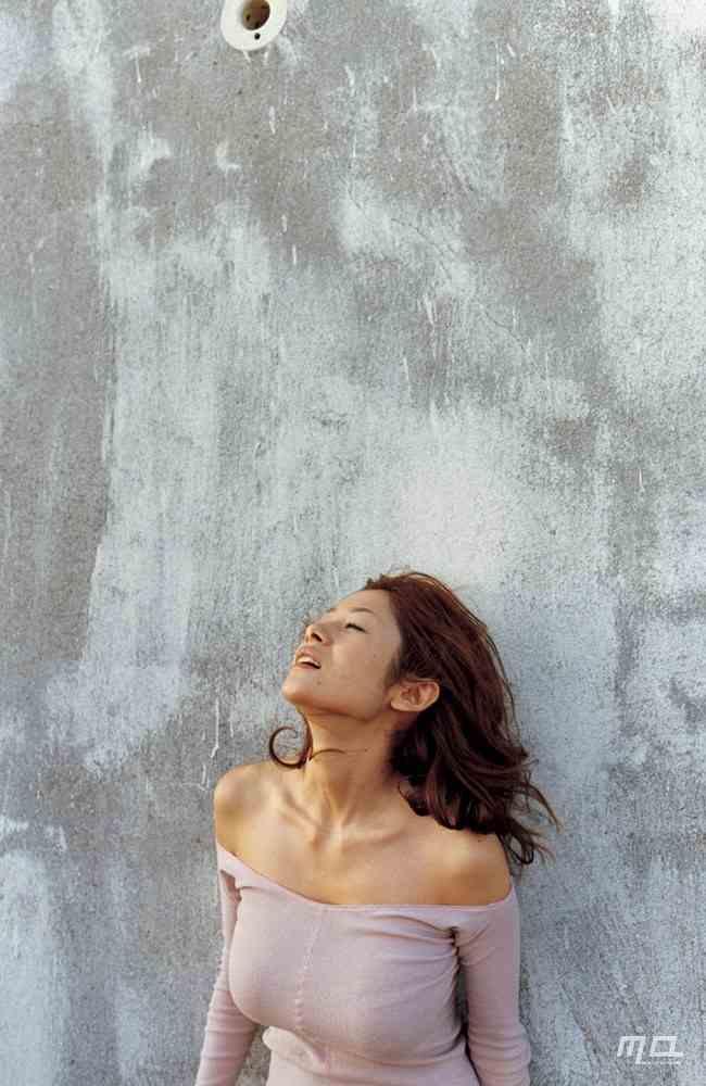 真木よう子のセミヌード写真集や水着グラビアエロ画像118