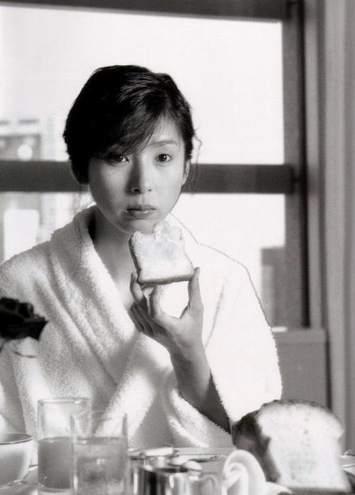 黒木瞳の写真集のお宝水着・下着グラビアエロ画像007