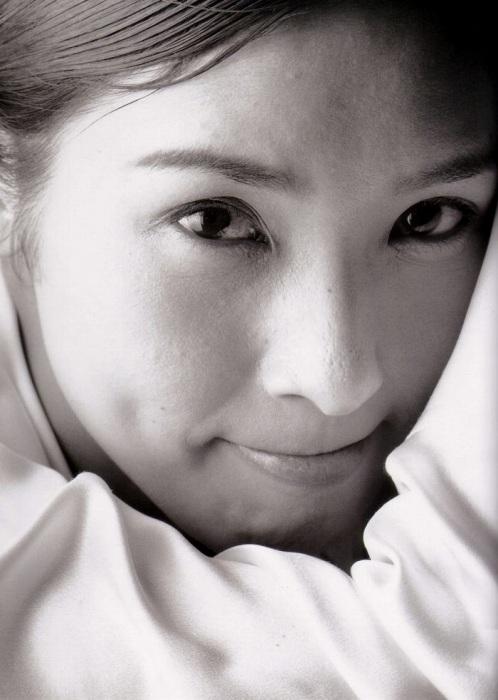 黒木瞳の写真集のお宝水着・下着グラビアエロ画像017