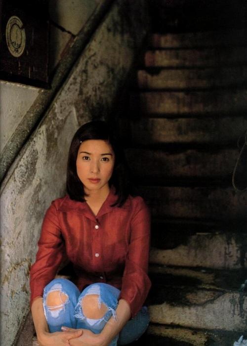 黒木瞳の写真集のお宝水着・下着グラビアエロ画像035