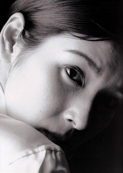 黒木瞳の写真集のお宝水着・下着グラビアエロ画像039