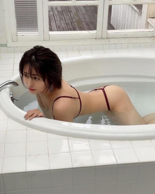 百瀬りえのインスタ過激写真エロ画像009