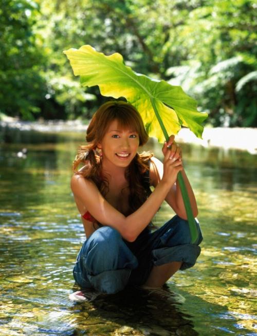 里田まいの写真集の水着グラビアエロ画像015