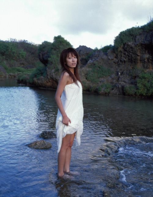 里田まいの写真集の水着グラビアエロ画像082