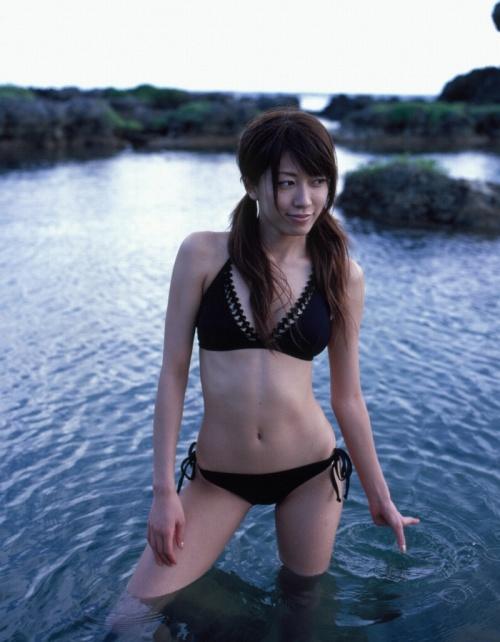 里田まいの写真集の水着グラビアエロ画像106