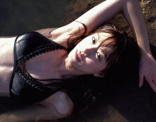 里田まいの写真集の水着グラビアエロ画像116