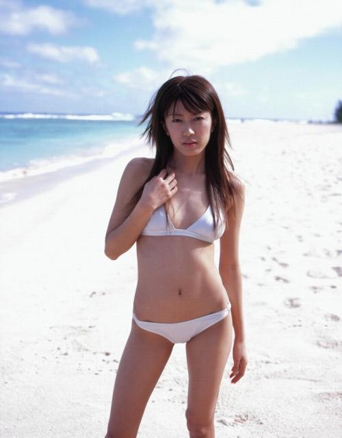 里田まいの写真集の水着グラビアエロ画像122