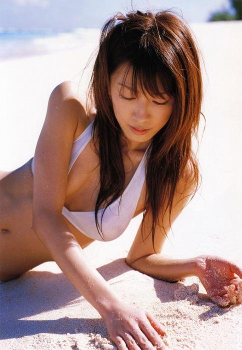 里田まいの写真集の水着グラビアエロ画像156