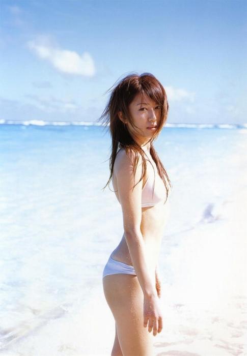 里田まいの写真集の水着グラビアエロ画像157
