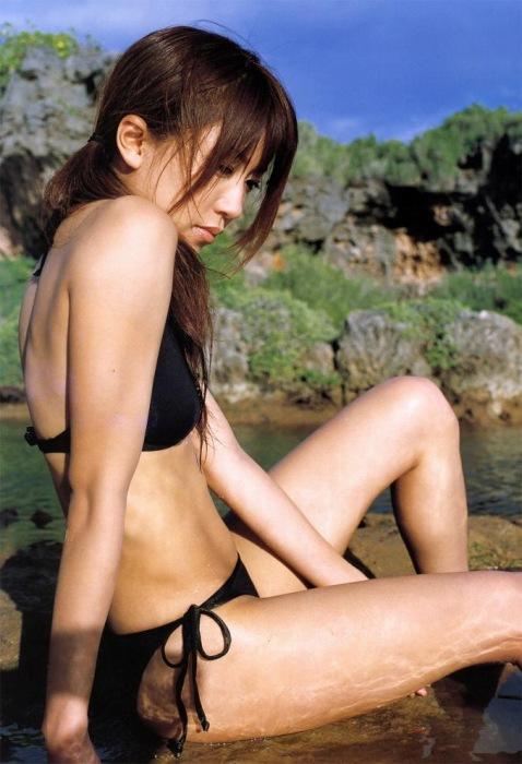 里田まいの写真集の水着グラビアエロ画像164