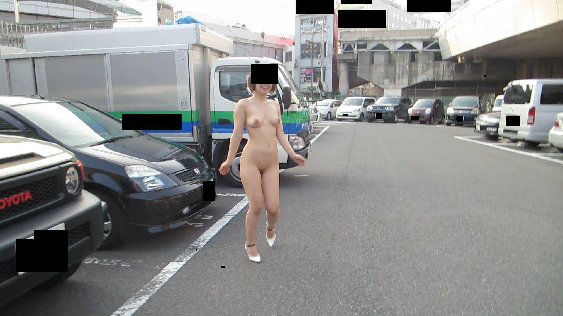露出狂の女が全裸で頑張りすぎてるエロ画像22枚 表紙
