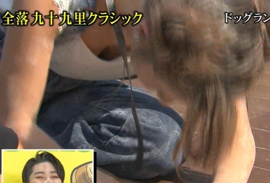 ダレノガレ明美がTVで自主規制かかるほど豪快な胸チラ!拷問レイプみたいでエロいwwwww(画像あり)・13枚目の画像
