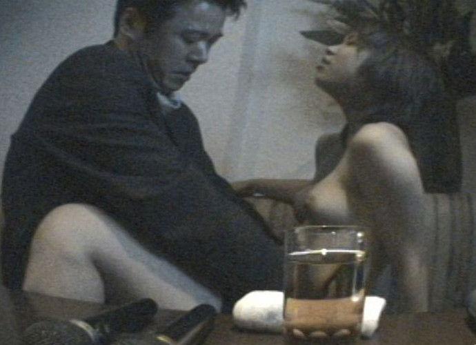 ちょwカラオケでSEXするカップルの一部始終が映った防犯カメラ映像が流出wwwww(画像あり)・13枚目の画像