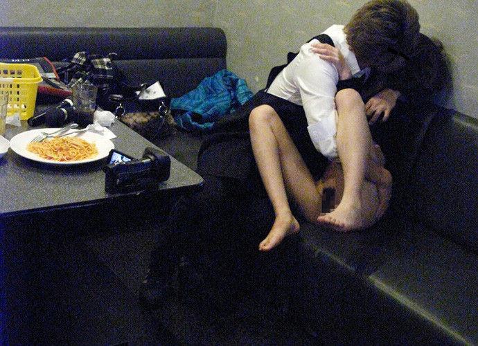 ちょwカラオケでSEXするカップルの一部始終が映った防犯カメラ映像が流出wwwww(画像あり)・18枚目の画像