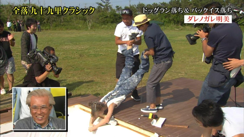 ダレノガレ明美がTVで自主規制かかるほど豪快な胸チラ!拷問レイプみたいでエロいwwwww(画像あり)・20枚目の画像