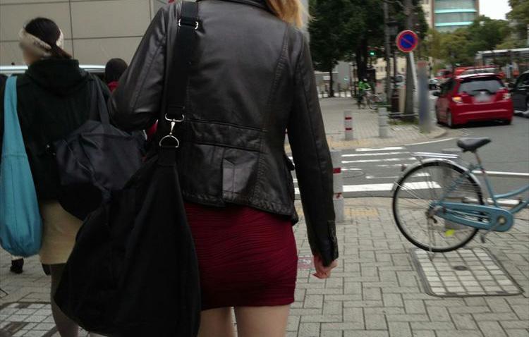 タイトミニスカ履いた素人娘の盗撮エロ画像25枚・1枚目の画像