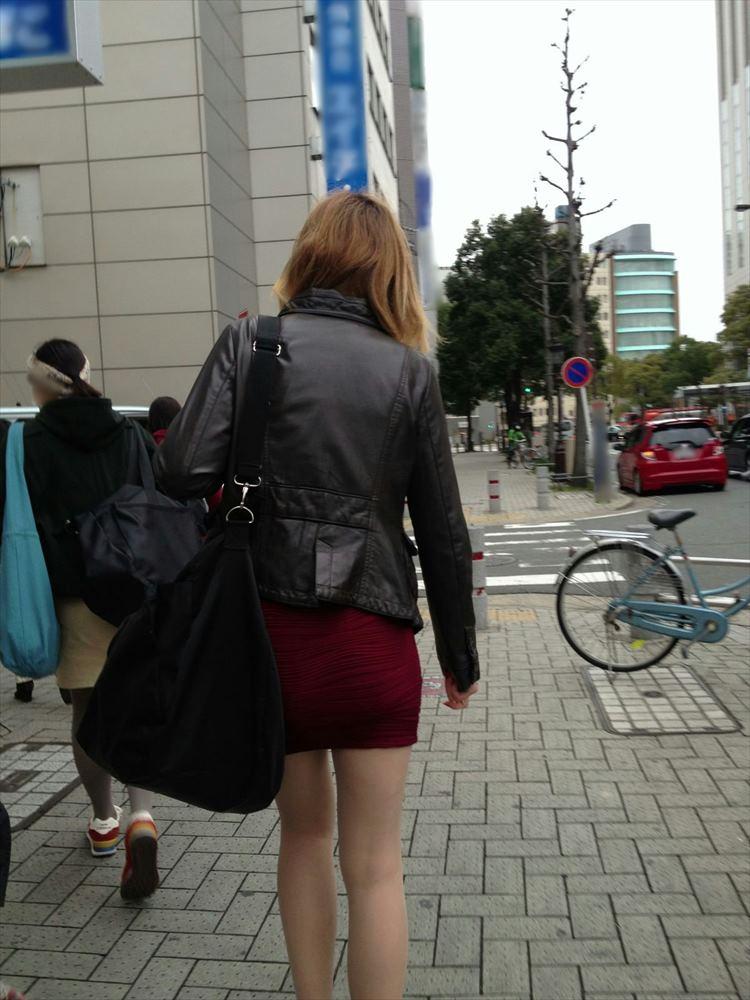 タイトミニスカ履いた素人娘の盗撮エロ画像25枚・2枚目の画像