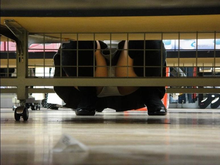 パンチラ盗撮スポットDVDレンタル屋のエロ画像22枚 表紙