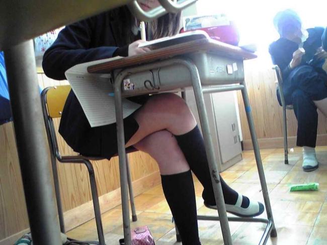 【インスタ】悪ふざけJKがエロすぎて今学生なら確実に教室でシコってると思うんだがwwwww(画像あり)・6枚目の画像