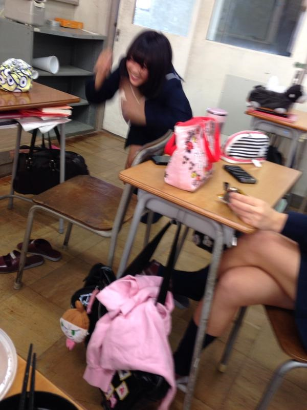 【インスタ】悪ふざけJKがエロすぎて今学生なら確実に教室でシコってると思うんだがwwwww(画像あり)・14枚目の画像