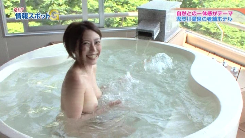 【放送事故エロキャプ画像】全裸でおっぱいもオマ●コも丸出しでロケしててワロタwwwwwAVじゃんwwwww・14枚目の画像