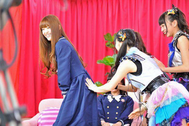 乃木坂46松村沙友理(25)写真集の抜ける下着姿エロ画像130枚・128枚目の画像