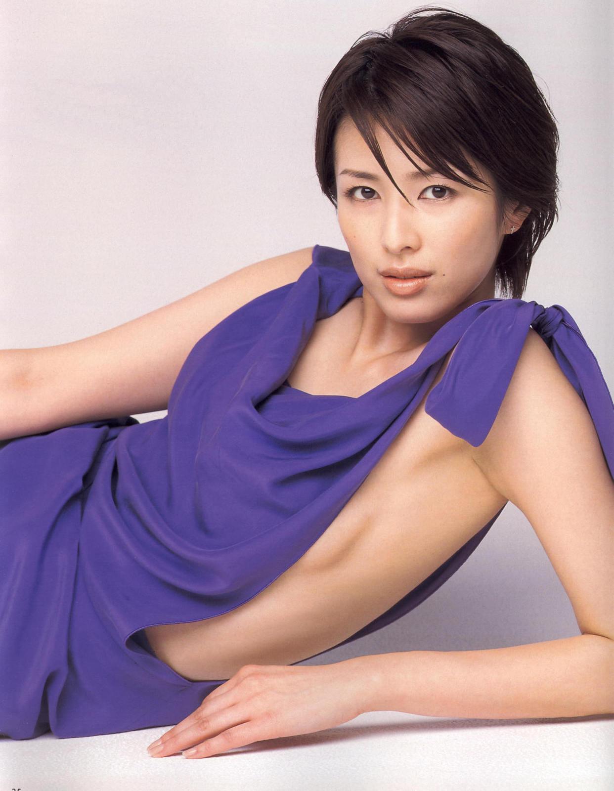 吉瀬美智子のセミヌード・下着姿グラビアエロ画像003