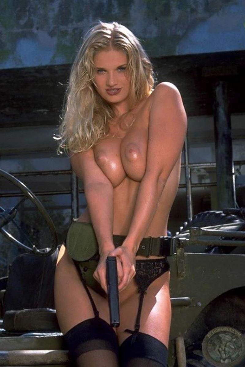 女性軍人ヌードが強そうだが抜けるエロ画像50枚・20枚目の画像