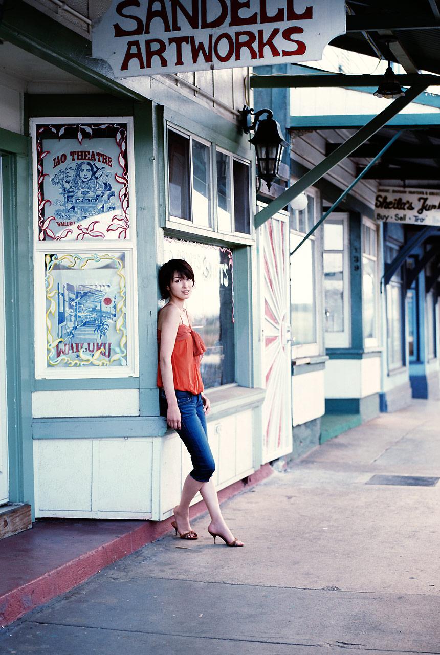 吉瀬美智子のセミヌード・下着姿グラビアエロ画像032