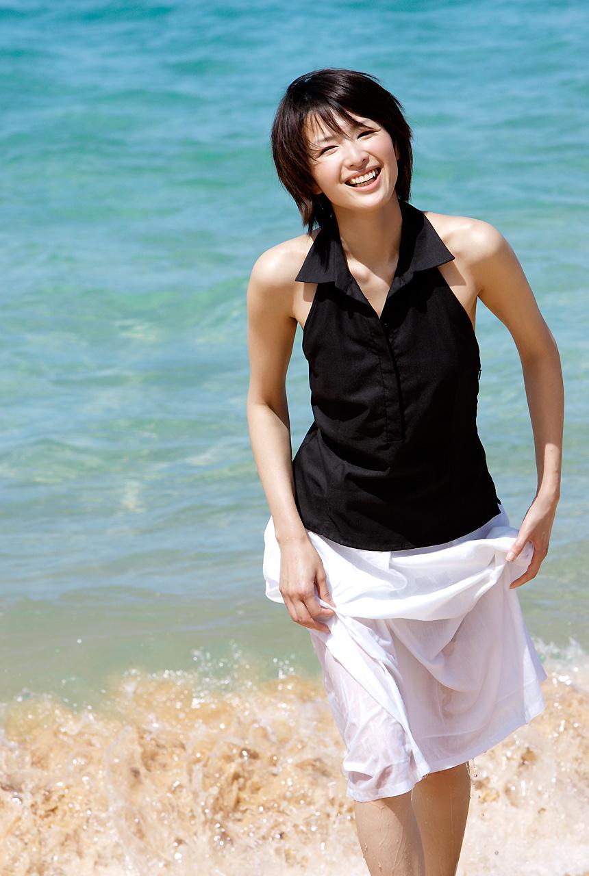 吉瀬美智子のセミヌード・下着姿グラビアエロ画像036