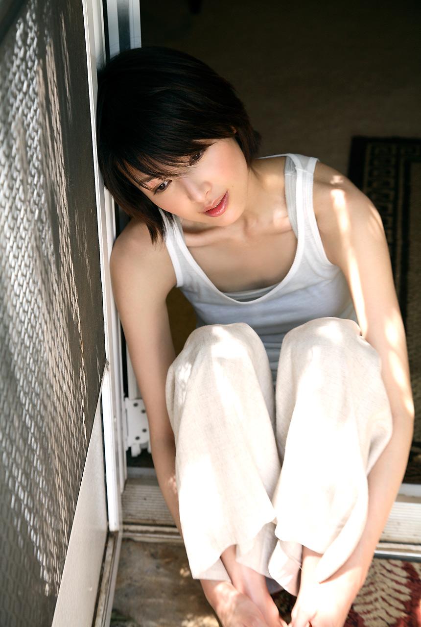 吉瀬美智子のセミヌード・下着姿グラビアエロ画像041
