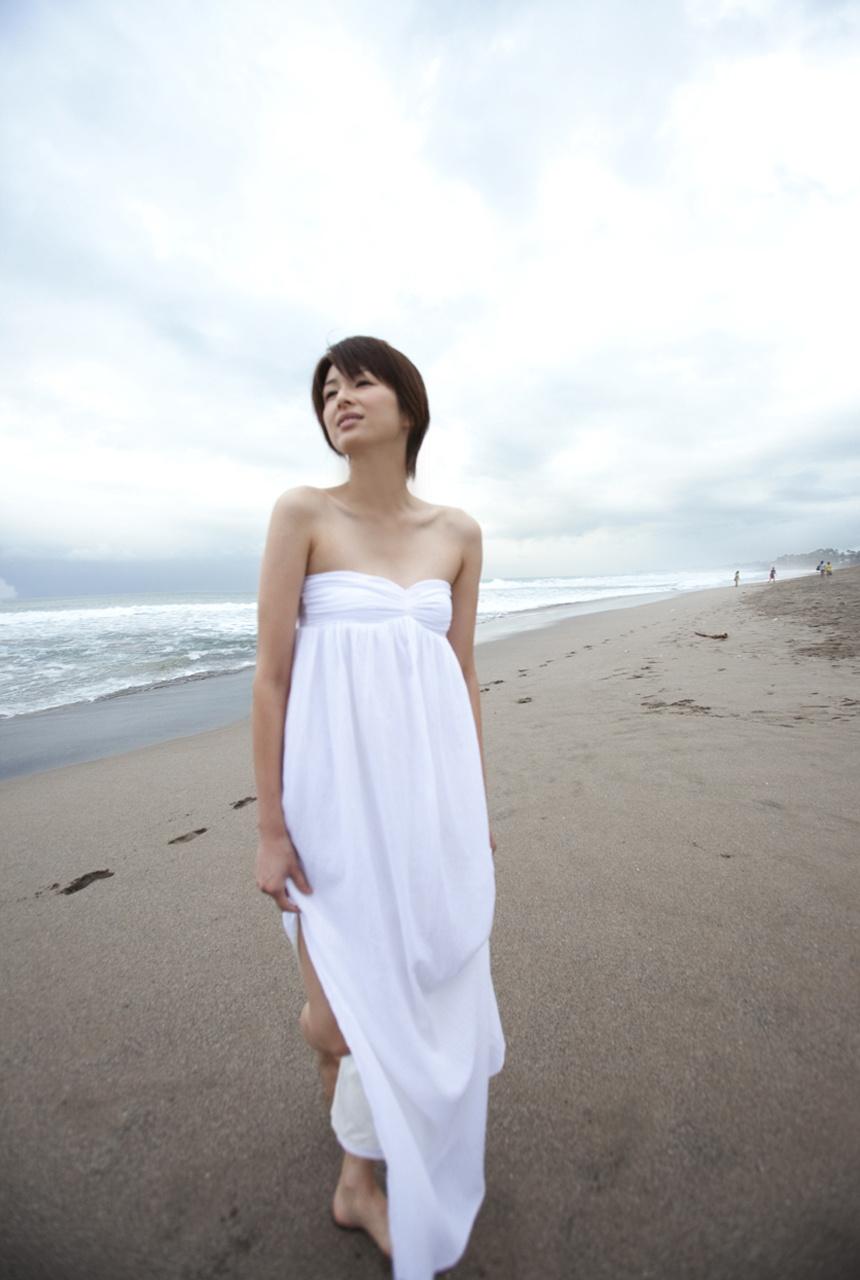吉瀬美智子のセミヌード・下着姿グラビアエロ画像047