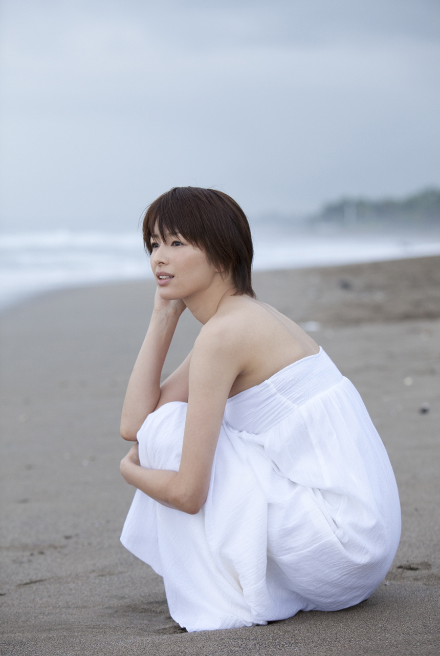 吉瀬美智子のセミヌード・下着姿グラビアエロ画像048