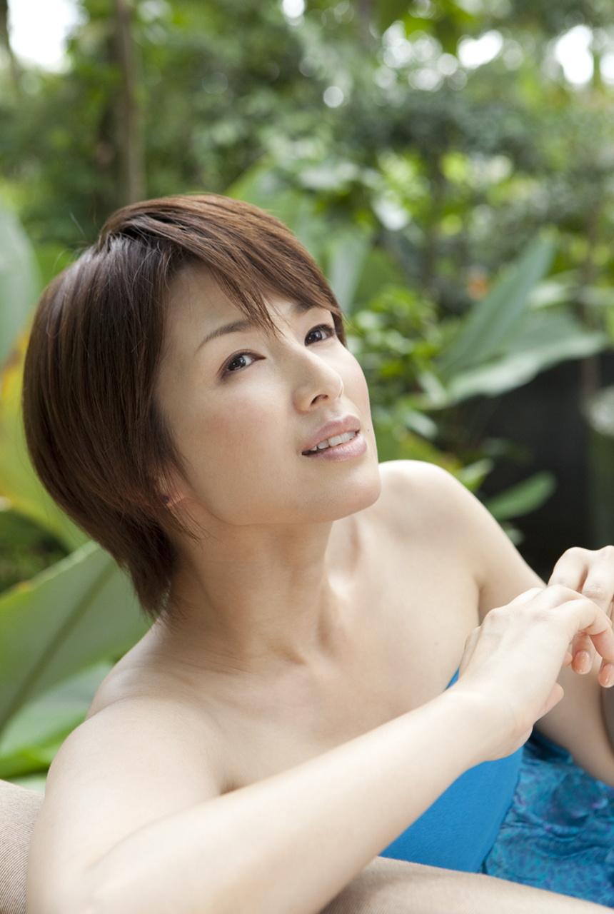 吉瀬美智子のセミヌード・下着姿グラビアエロ画像051
