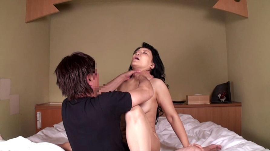 「首絞めプレイ」→ドM女子が白目向いて喜ぶがドS男以外はドン引き注意wwwwww(画像あり)・2枚目の画像