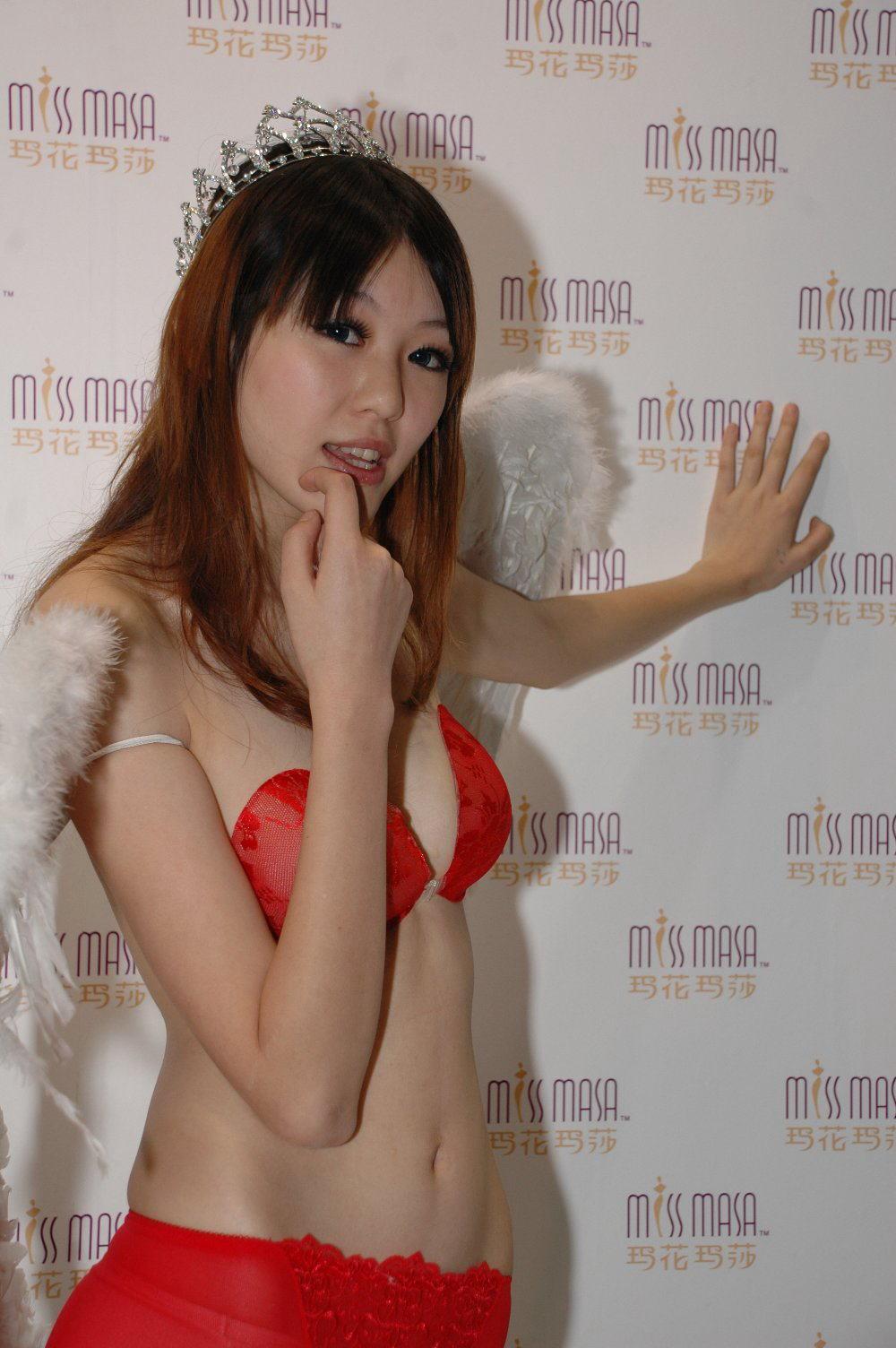 中国人美女の下着モデルのファッションショー…マン毛透けてるのは気のせいだろうか?wwwww(画像あり)・6枚目の画像